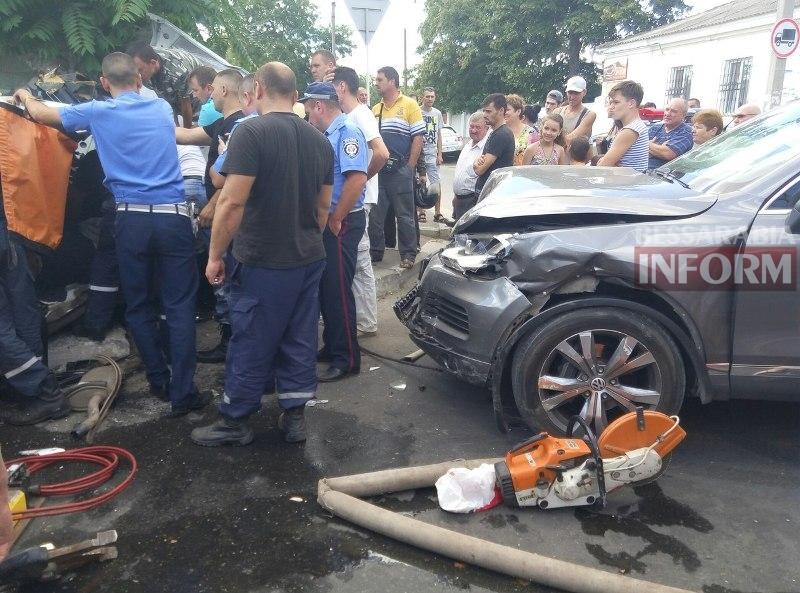 o9uov6ZLBk Серьезная авария в Измаиле: зажатую в машине женщину доставали два часа (ФОТО)