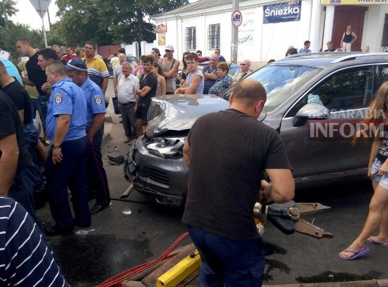 q0ya13TZBQs Серьезная авария в Измаиле: зажатую в машине женщину доставали два часа (ФОТО)