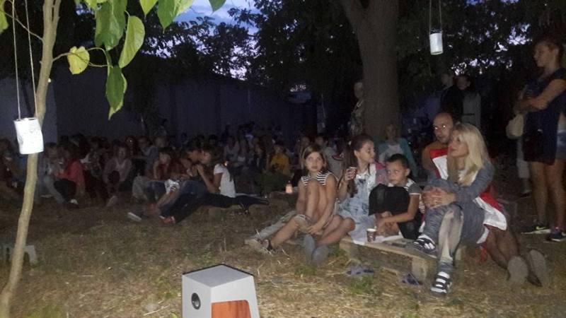 На западный манер: в Килии завели традицию устраивать кинопоказ под открытым небом (ФОТО)