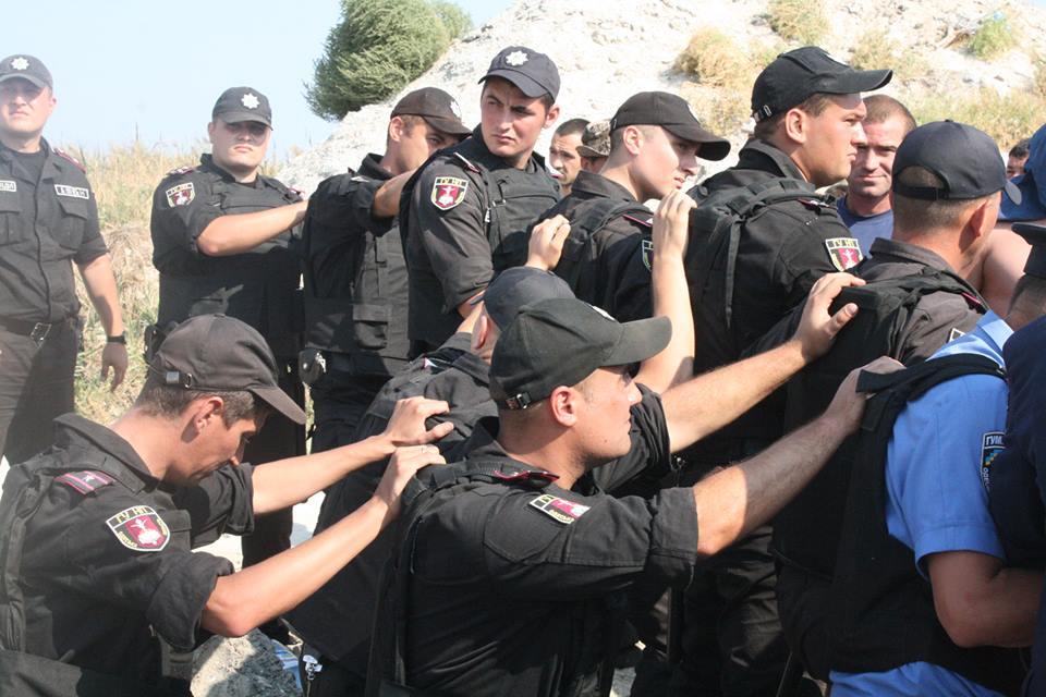 """14317563_590864127766350_4017607629924532037_n Браконьеры под прикрытием полиции не дают руководству НПП """"Тузловские лиманы"""" выполнять их обязанности"""