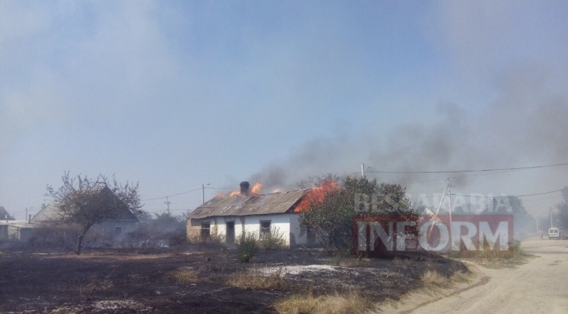 Первые фото с масштабного пожара на улице Некрасова в Измаиле