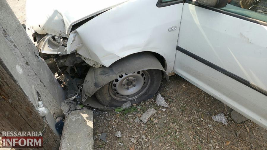 9cw7en9BrLo Измаил: пьяный водитель, пытаясь скрыться от погони, врезался в электроопору (ФОТО)