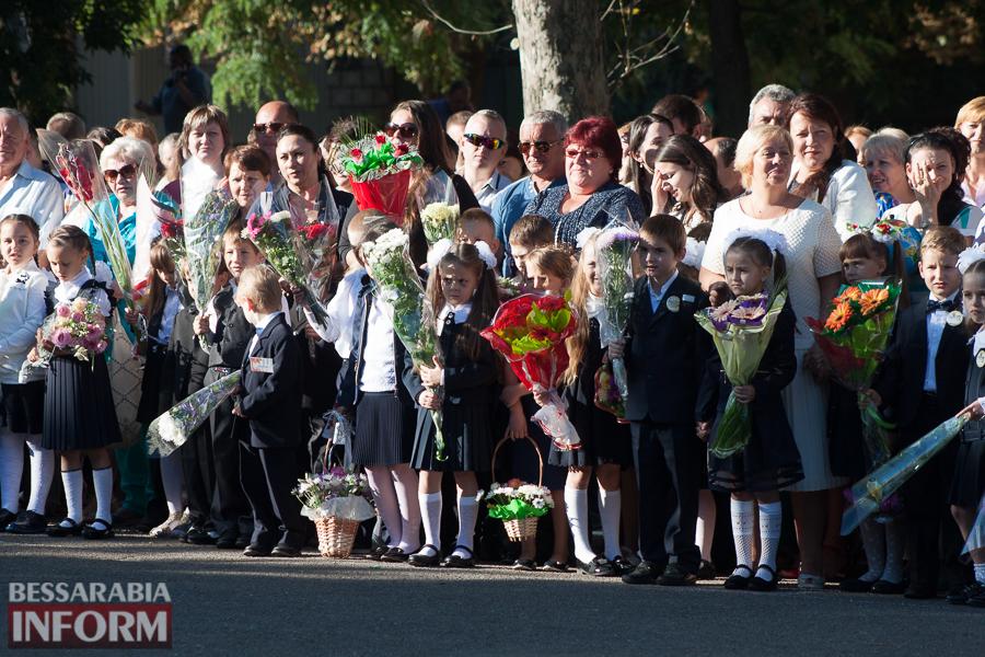 IMG_0655 1 сентября в школах Измаила раздался первый звонок (фоторепортаж)