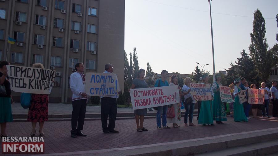 IMG_1608 В Измаиле прошел митинг в кокошниках: районные культработники выступили против действий РГА (ФОТО)