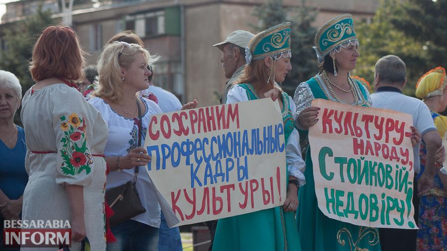 IMG_1611 В Измаиле прошел митинг в кокошниках: районные культработники выступили против действий РГА (ФОТО)