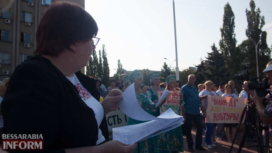 IMG_1646 В Измаиле прошел митинг в кокошниках: районные культработники выступили против действий РГА (ФОТО)