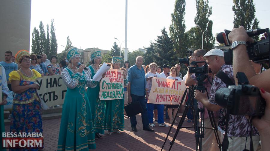 IMG_1647 В Измаиле прошел митинг в кокошниках: районные культработники выступили против действий РГА (ФОТО)