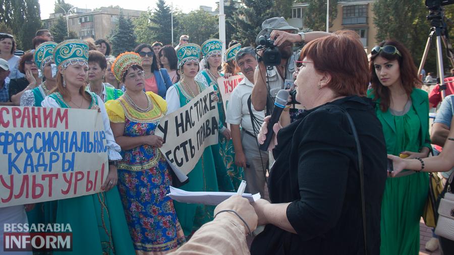 IMG_1667 В Измаиле прошел митинг в кокошниках: районные культработники выступили против действий РГА (ФОТО)
