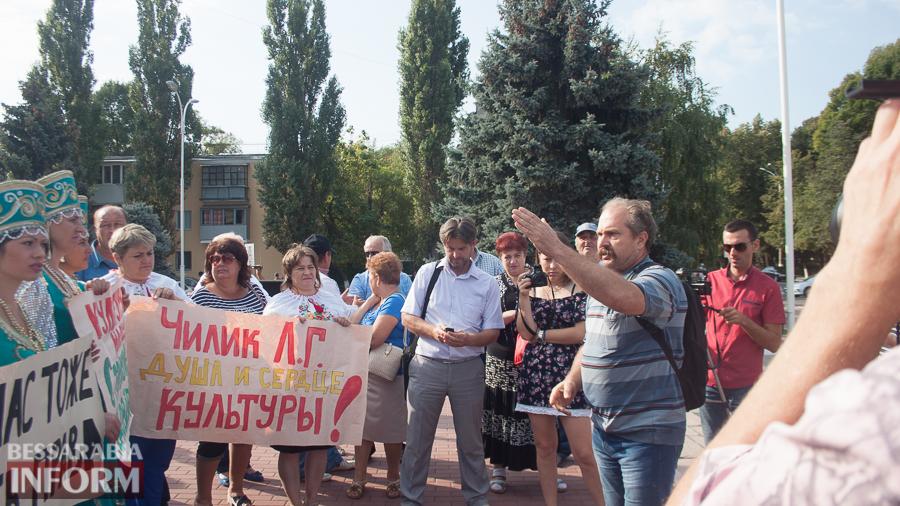 IMG_1704 В Измаиле прошел митинг в кокошниках: районные культработники выступили против действий РГА (ФОТО)