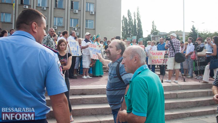 IMG_1714 В Измаиле прошел митинг в кокошниках: районные культработники выступили против действий РГА (ФОТО)
