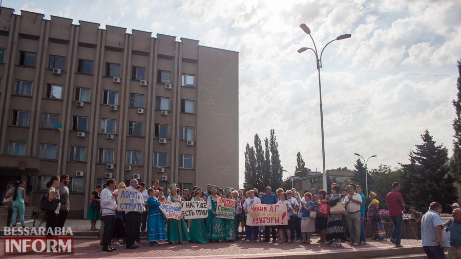 IMG_1737 В Измаиле прошел митинг в кокошниках: районные культработники выступили против действий РГА (ФОТО)