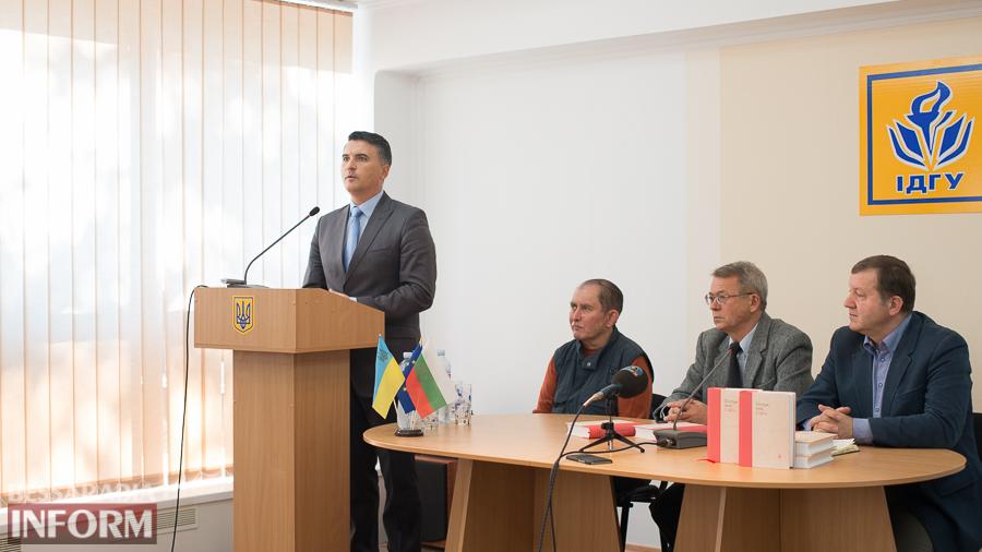 SME_4323 Киевские публицисты презентовали в Измаиле книгу об украинско-болгарской истории (ФОТО)