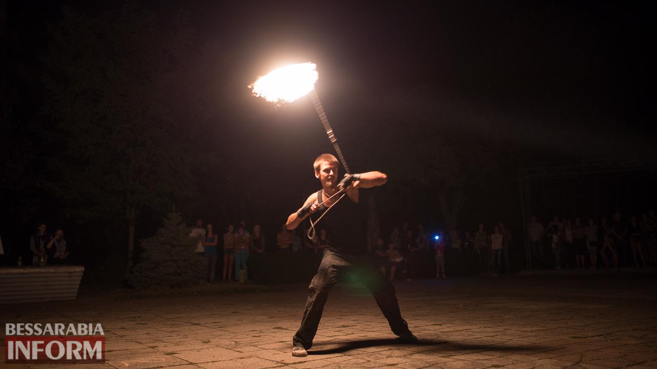 SME_5301 ФОТОРЕПОРТАЖ: зрелищное фаер-шоу прошло в Измаиле на набережной