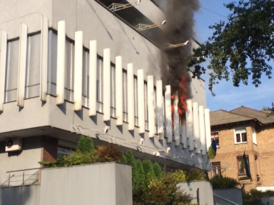 b56610b34df51d267b92f81fa0_5fe3062d В Киеве подожгли студию телеканала Интер, есть пострадавшие