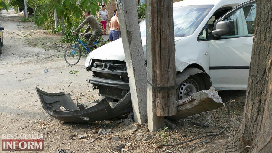 ccxOyt2taAE Измаил: пьяный водитель, пытаясь скрыться от погони, врезался в электроопору (ФОТО)