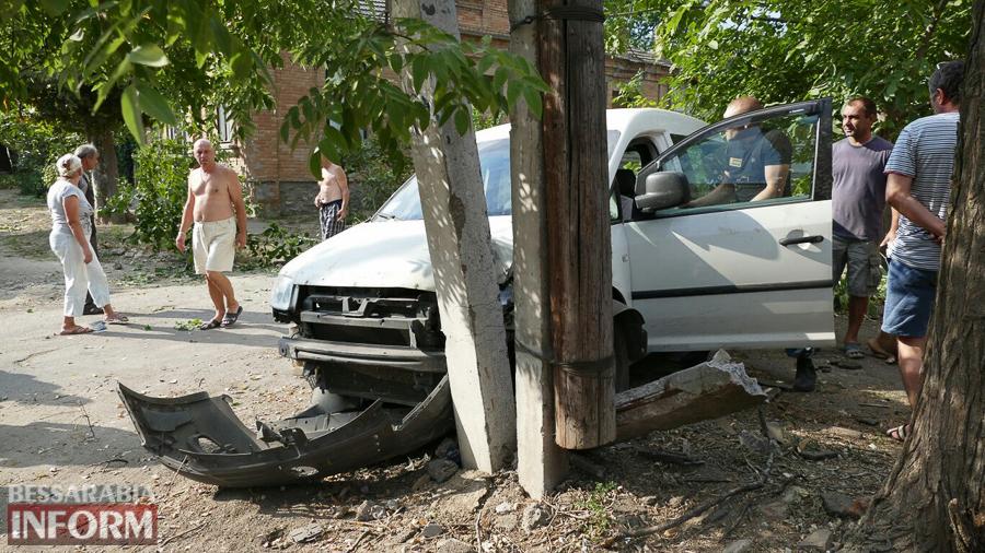 ce0WcKy2ahE Измаил: пьяный водитель, пытаясь скрыться от погони, врезался в электроопору (ФОТО)