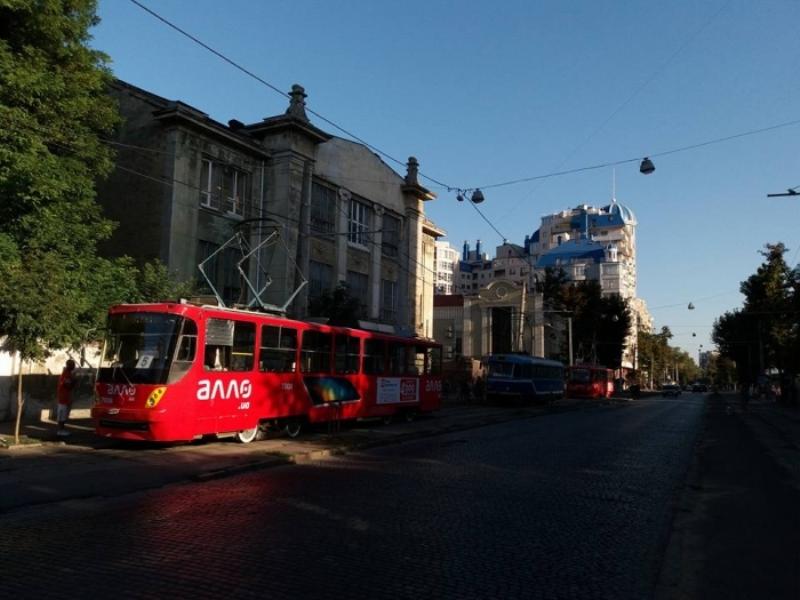 В Одессе военный открыл огонь из травматического пистолета  по пассажирам трамвая (фото)