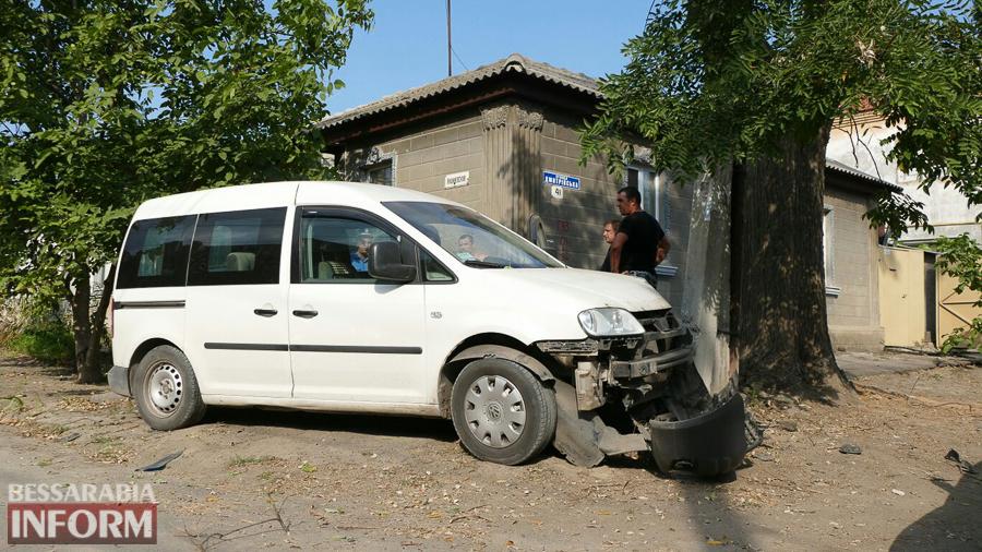 xRx6qZoWyuI Измаил: пьяный водитель, пытаясь скрыться от погони, врезался в электроопору (ФОТО)