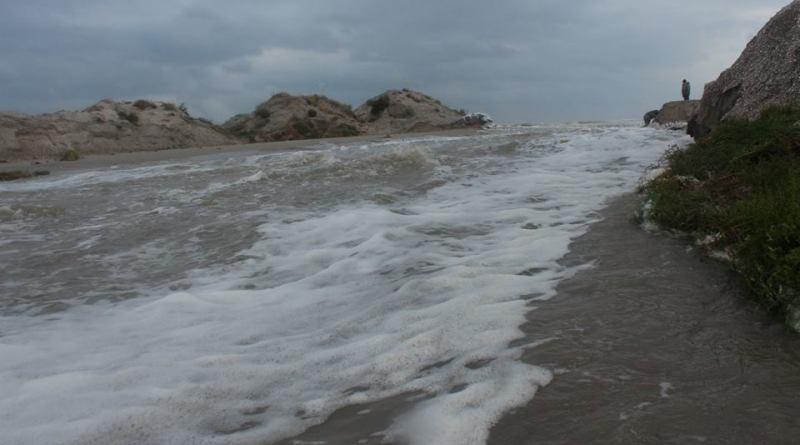 14731396_601980826654680_3125501886251443665_n Природу не обманешь: шторм соединил Черное море и Тузловские лиманы (фото)