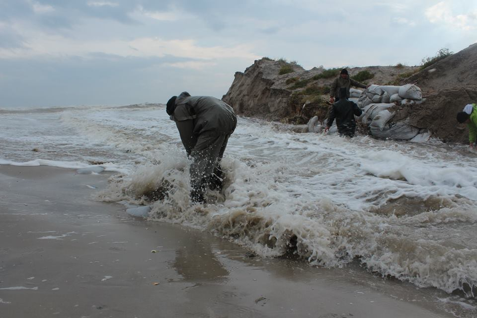 346234 Природу не обманешь: шторм соединил Черное море и Тузловские лиманы (фото)