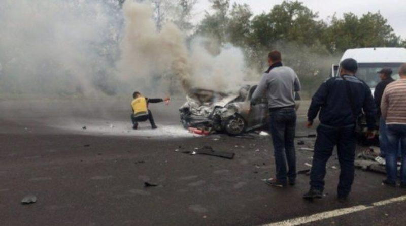 5-5-560x420 На трассе Одесса-Рени в результате лобового столкновения сгорел автомобиль. Водитель погиб
