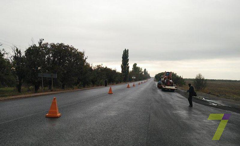 8-2 Порошенко уже ознакамливается с ходом ремонта трассы Одесса-Рени (фото)