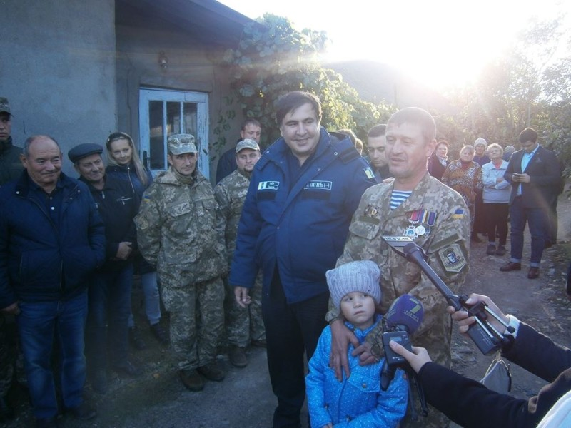 865-e1476534560285 Киборг из Сараты получил новую квартиру - ключи вручал лично губернатор (фото)