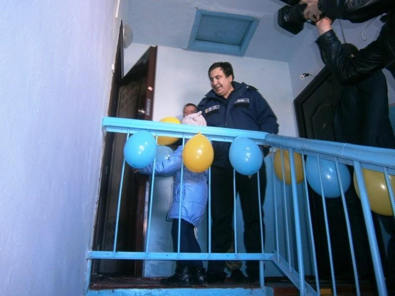 869-e1476534619231 Киборг из Сараты получил новую квартиру - ключи вручал лично губернатор (фото)