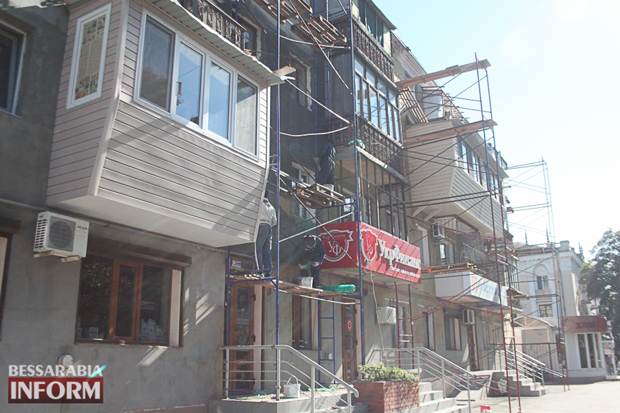IMG_3454 Ремонт жилого фонда в Измаиле: многоэтажки утепляют минватой и красят в пастельные тона (ФОТО)