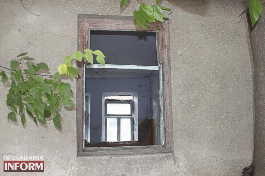 IMG_4068 Измаил: в заброшенном здании возле ДК им. Т.Г. Шевченко устроили наркопритон (ФОТО, ВИДЕО)