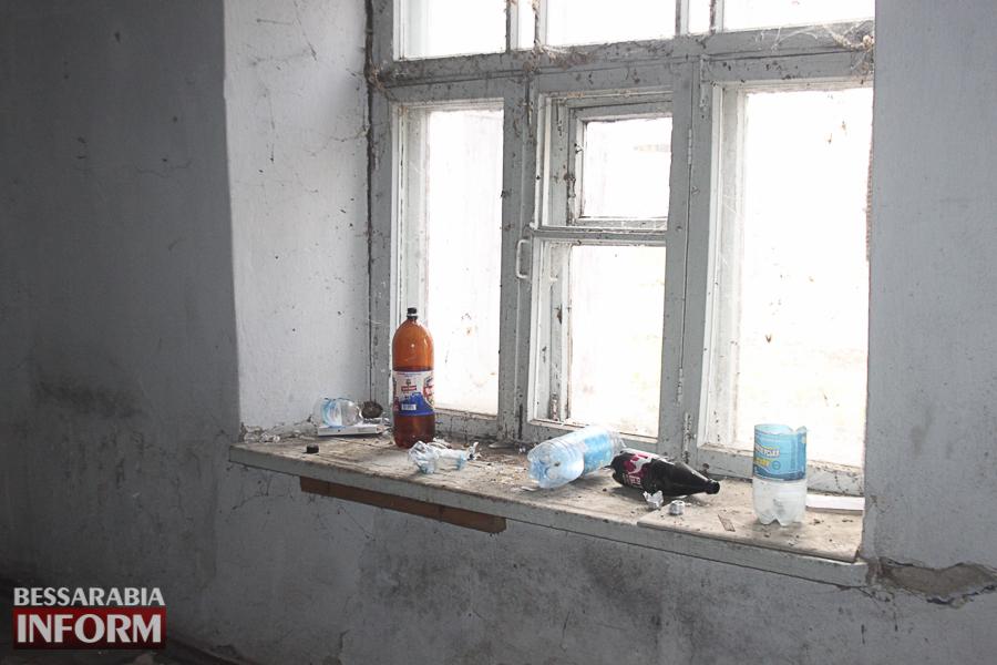 IMG_4071 Измаил: в заброшенном здании возле ДК им. Т.Г. Шевченко устроили наркопритон (ФОТО, ВИДЕО)