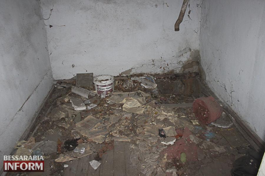 Измаил: в заброшенном здании возле ДК им. Т.Г. Шевченко устроили наркопритон (ФОТО, ВИДЕО)