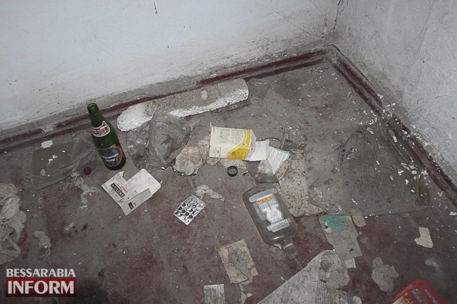 IMG_4086 Измаил: в заброшенном здании возле ДК им. Т.Г. Шевченко устроили наркопритон (ФОТО, ВИДЕО)
