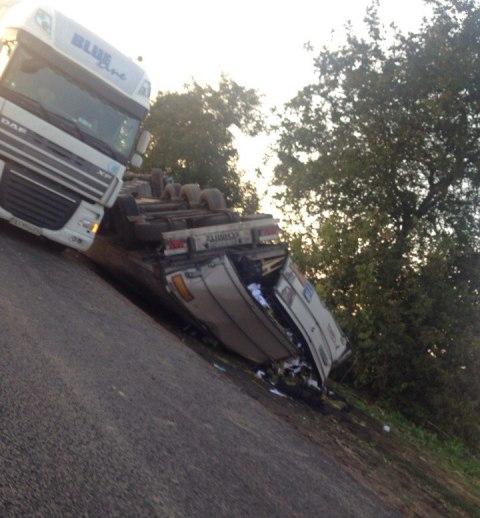 На трассе Одесса-Рени перевернулась фура (фото)
