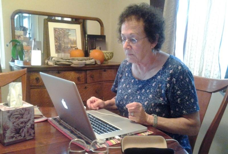 Pensioner-s-kompyuterom На каких сайтах искать полезную информацию о субсидиях и ЖКХ