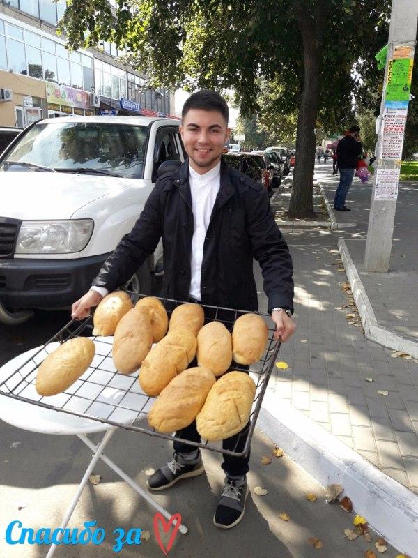 """В Измаиле бесплатно раздают """"Хлеб любви"""" (фото, видео)"""