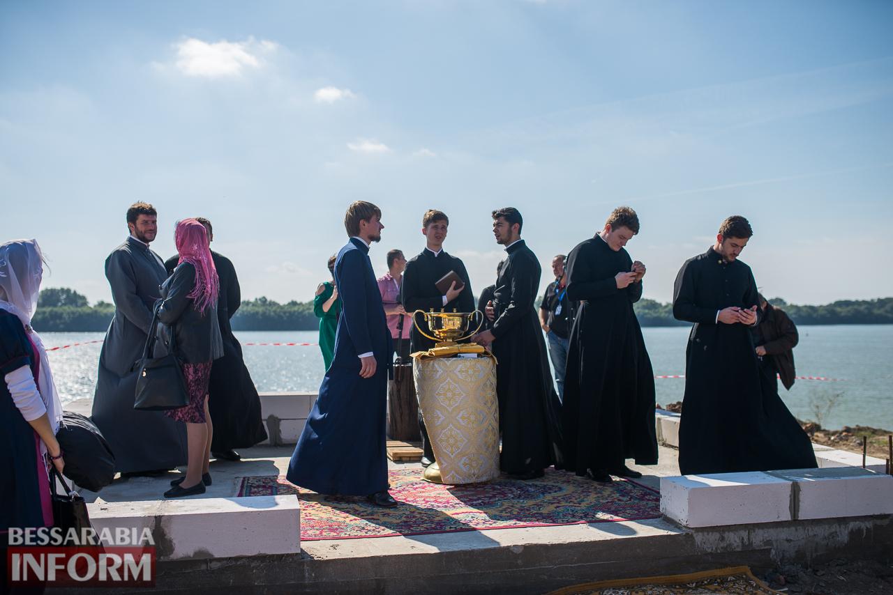Праздничный Измаил: Божественная литургия, пышные торжества, пламенные речи и освящение источника (ФОТО)