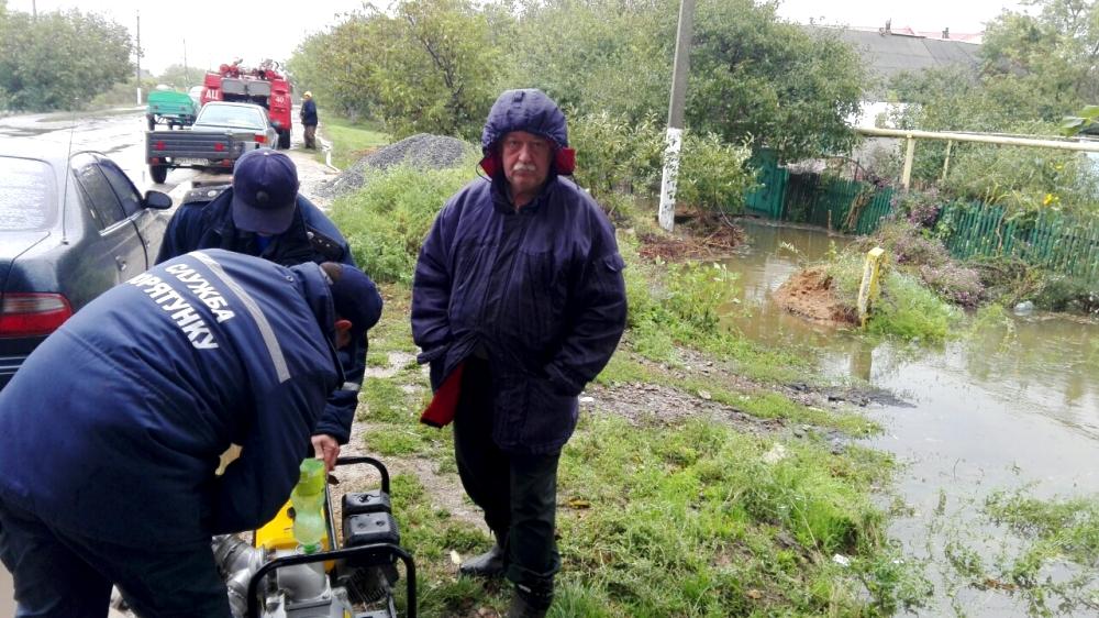 o-2 Ренийский р-н: в Новосельском из частных домов уже откачали 8 тыс. куб. м. воды (фото)