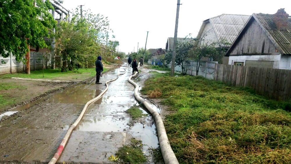 o-4 Ренийский р-н: в Новосельском из частных домов уже откачали 8 тыс. куб. м. воды (фото)