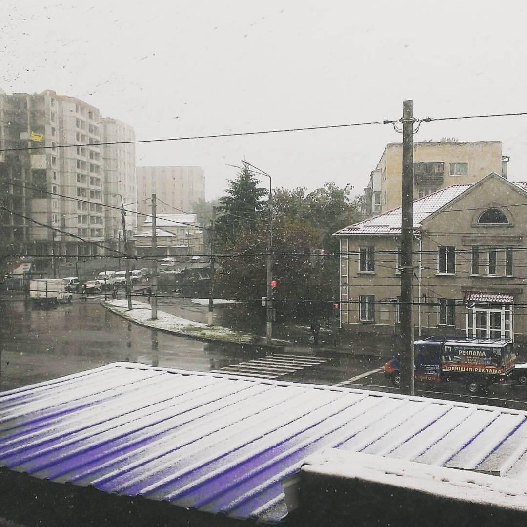 obYqbWPLvDU На севере Одесской области выпал снег (фотофакт)
