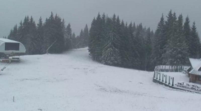 Популярные горнолыжные курорты Карпат уже засыпает снегом