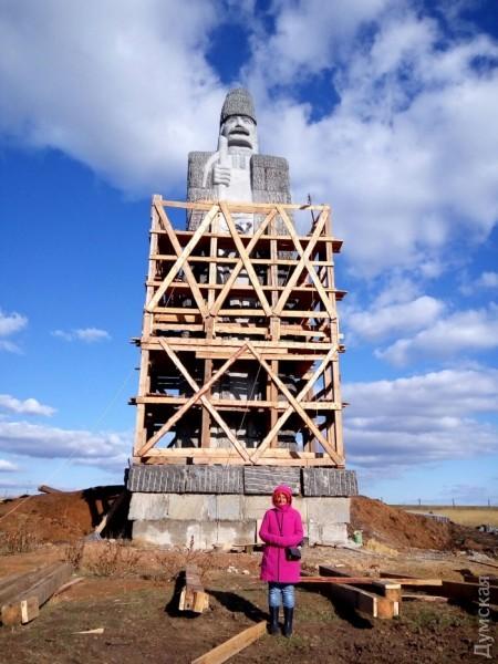 В Тарутинском районе установили самый большой гранитный памятник на планете (фото)
