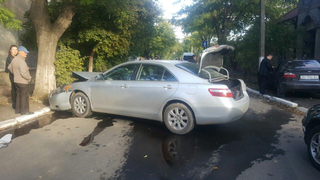 pvT6fesFxw В Измаиле в результате ДТП автомобиль выкинуло на тротуар