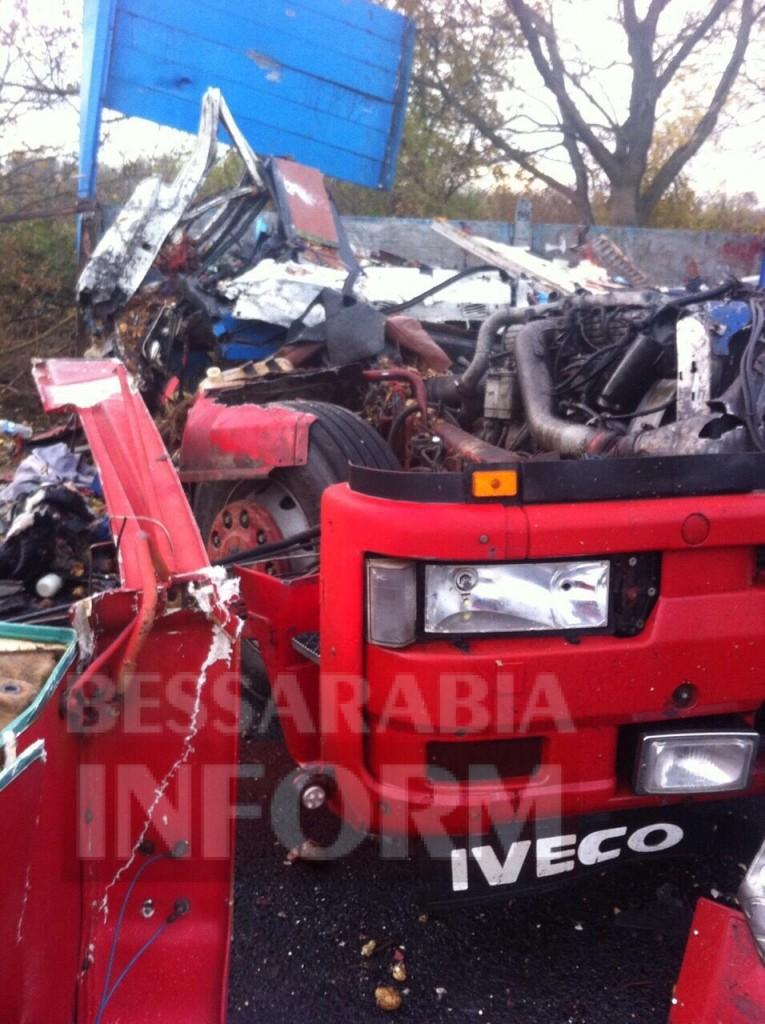 На трассе Одесса-Рени произошло смертельное ДТП с участием двух грузовиков (фото)