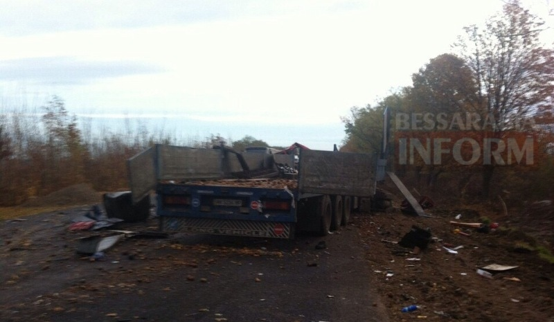 58184ae814b75_75665 На трассе Одесса-Рени произошло смертельное ДТП с участием двух грузовиков (фото)