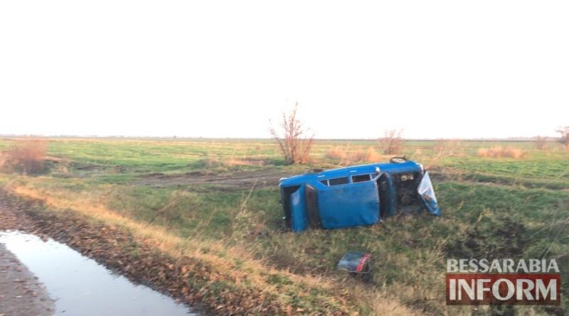 В Килийском районе автомобиль съехал с дороги и перевернулся (фото)