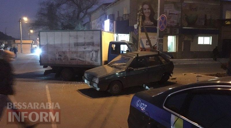 583857219a8a4_viber-image ДТП в Измаиле: возле автостанции грузовик протаранил ВАЗ (фото)