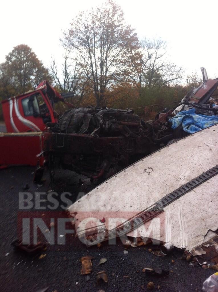 7897565443-765x1024 На трассе Одесса-Рени произошло смертельное ДТП с участием двух грузовиков (фото)
