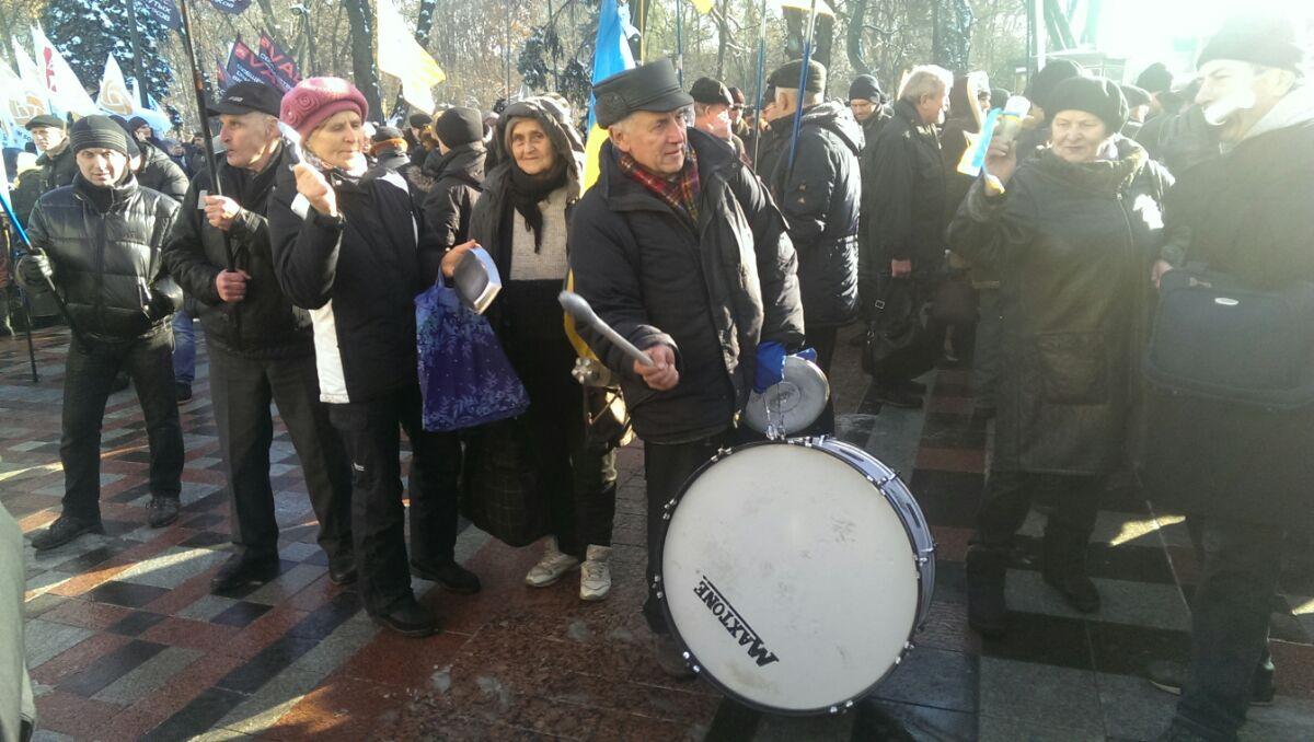 """""""Банду - геть!"""": в Киеве начались акции массовых протестов"""