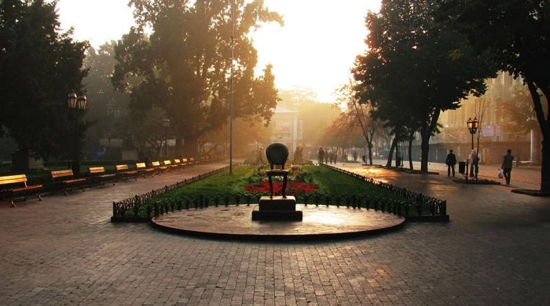 Монумент «Двенадцатый стул» в Одессе